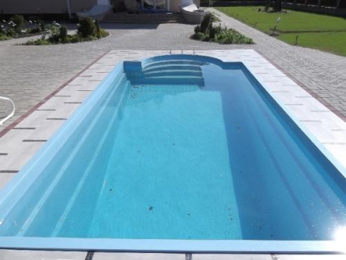 Композитный бассейн с римской лестницей