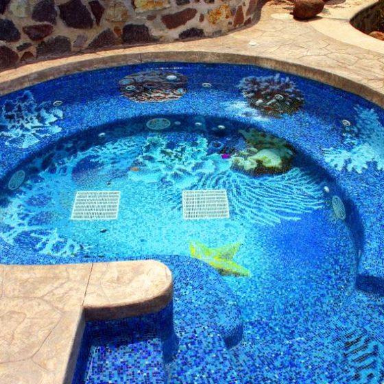 Панно из мозаики в бассейне