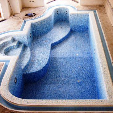 Отделка переливного желоба бассейна