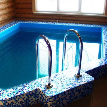 Построен бассейн в поселке Алтан в 2012 году