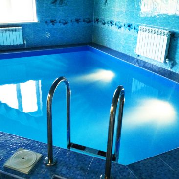 Бетонный бассейн построен в Алтане в 2013 году