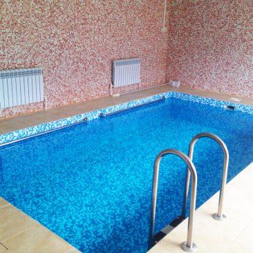 Бетонный бассейн 5х3х1,5 был построен в 2014 году в п. Званка